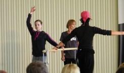 Lisa Breuker, Gevorg Asoyan & Lynn Wallis (hinten; Royal Academy of Dance)