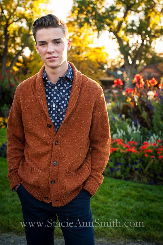 www.stacieannsmith.com #WashPark #SeniorPortrait #vintagesweater