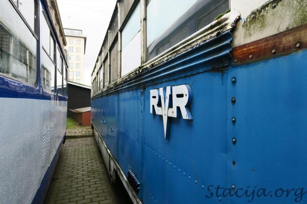 Uz vagona sāniem redzam RVR. Tātad ražots Rīgā. Vēl viens būtisks iemesls šo vagonu tomēr saglabāt.