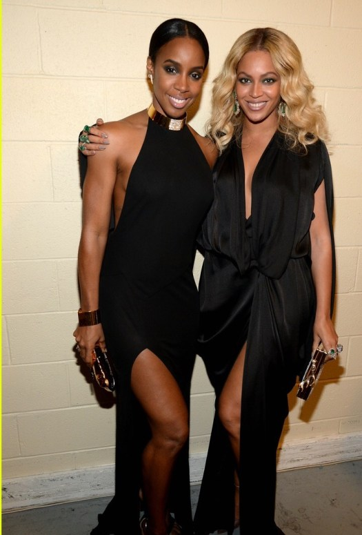 LAS VEGAS, NV - NOVEMBER 21: Singers Kelly Rowland and Beyonce Knowles attend Roc Nation Sports, Golden Boy Promotions, Miguel Cotto Promotions And Canelo Promotions Present Miguel Cotto vs. Canelo Alvarez At The Mandalay Bay Events Center Live On HBO Pay-Per-View at the Mandalay Bay Events Center on November 21, 2015 in Las Vegas, Nevada. (Photo by Kevin Mazur/Getty Images for Roc Nation Sports)