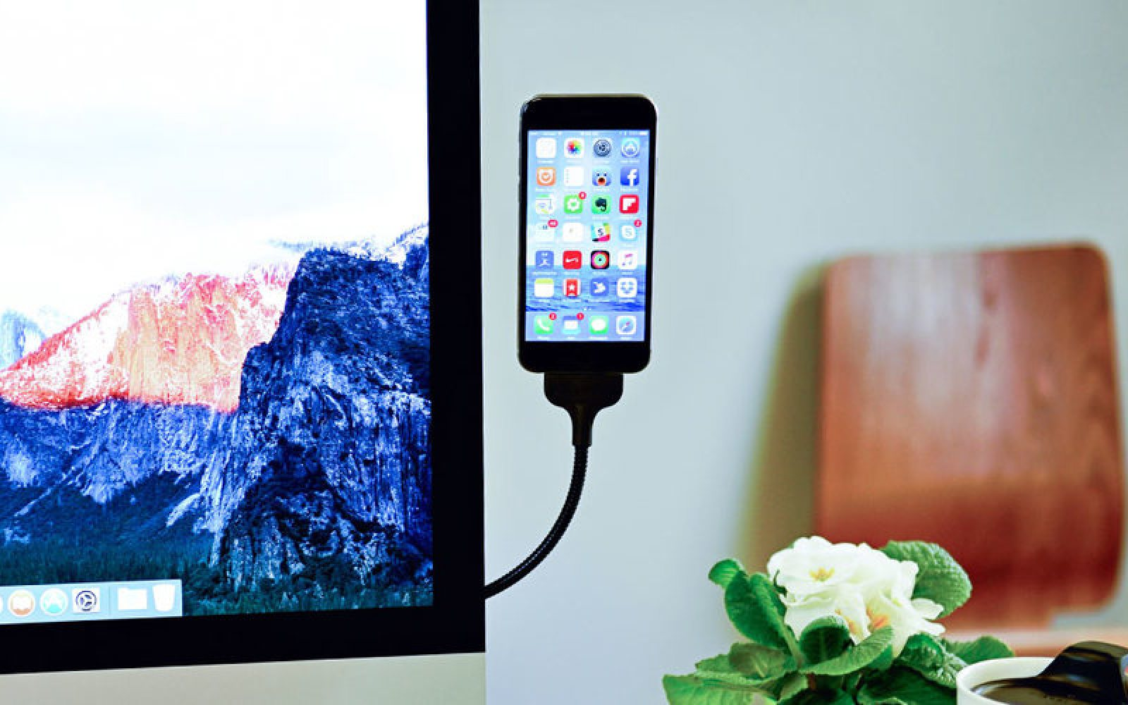 Bobine Offers Flexible Charging Stands For Iphone And