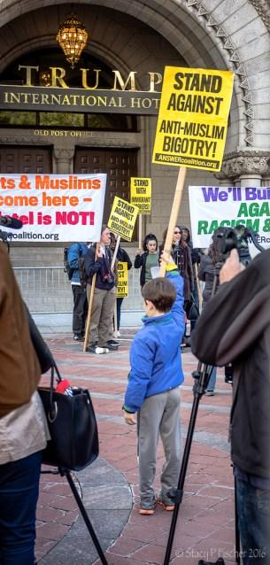 2016-10-trump-hotel-protest-5
