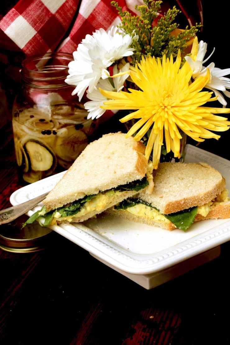 A sandwich made from egg salad