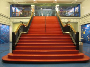 The grand staircase leads you up to the third floor track center (Photo: Stadiafile)