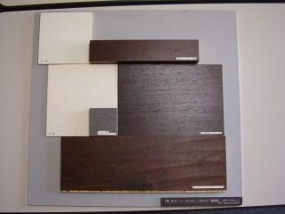 内装材料提案の1例。使用する材料を隣接させて建築主様と一緒に確認します。