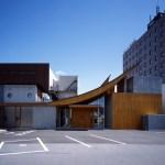既存棟と渡り廊下で繋ぐデザイン