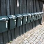 Jakriborg med moderna postlådor av plast. Foto: Ulf Liljankoski.