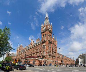 St Pancras Railway Station i London. Färg och form påminner till viss del om rådhuset i Helsingborg. Bild: Colin.