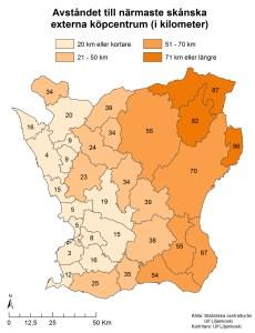 Figur 9: Avståndet mellan närmaste externa köpcentrum mäts från kommunens centroid (mittpunkt) till det externa köpcentrumets adresskoordinat. Siffrorna som anges i varje kommun är antalet kilometer (km) avrundat till närmaste heltal.