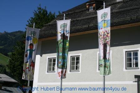 Grossarl 496 Rathaus - Fahnen zum Bauernherbst