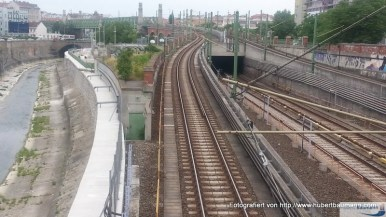 Ausfahrt U-Bahnhof Längenfeldgasse / Links der Wienfluß
