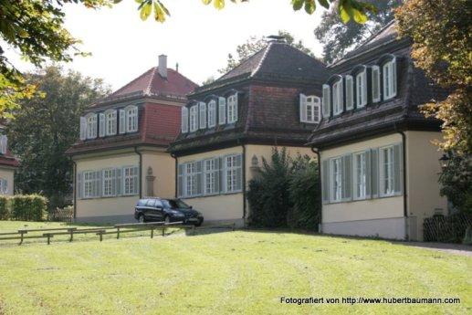 Schloss-Solitude Wirtschaftsgebaeude