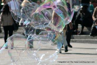 Stuttgart Seifenblasen in der Koenigstrasse