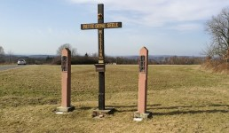 Geishöhe, Kreuze am Ludwig Keller-Turm