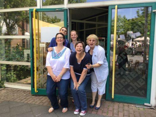 Voller Vorfreude auf eine schicke neue Bibliothek: das Team aus Chorweiler