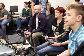 Mitarbeiter lernen wie ein Let's Play aufgenommen wird