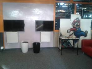 Zwei Bildschirme für die neue Jugendecke im Bürgerhaus. Hier soll 2014 gezockt werden ;-) Ge