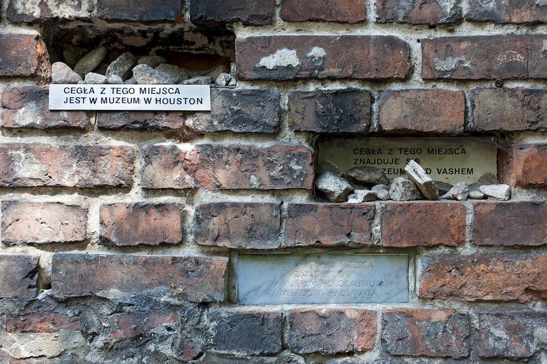 Gedenken in der Mauer des Warschauer Ghettos