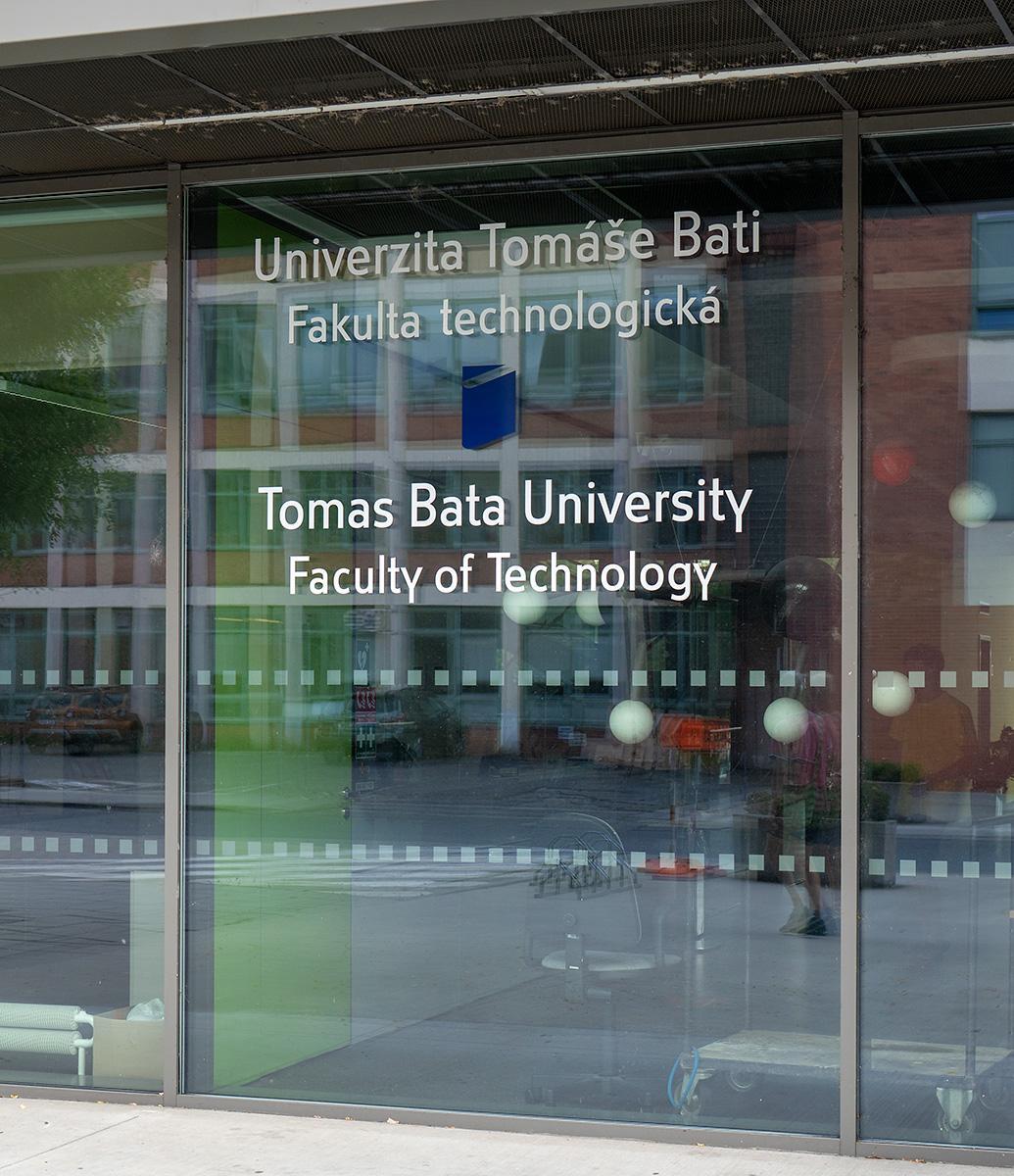 Eingang der Tomas Bata Universität in Zlin