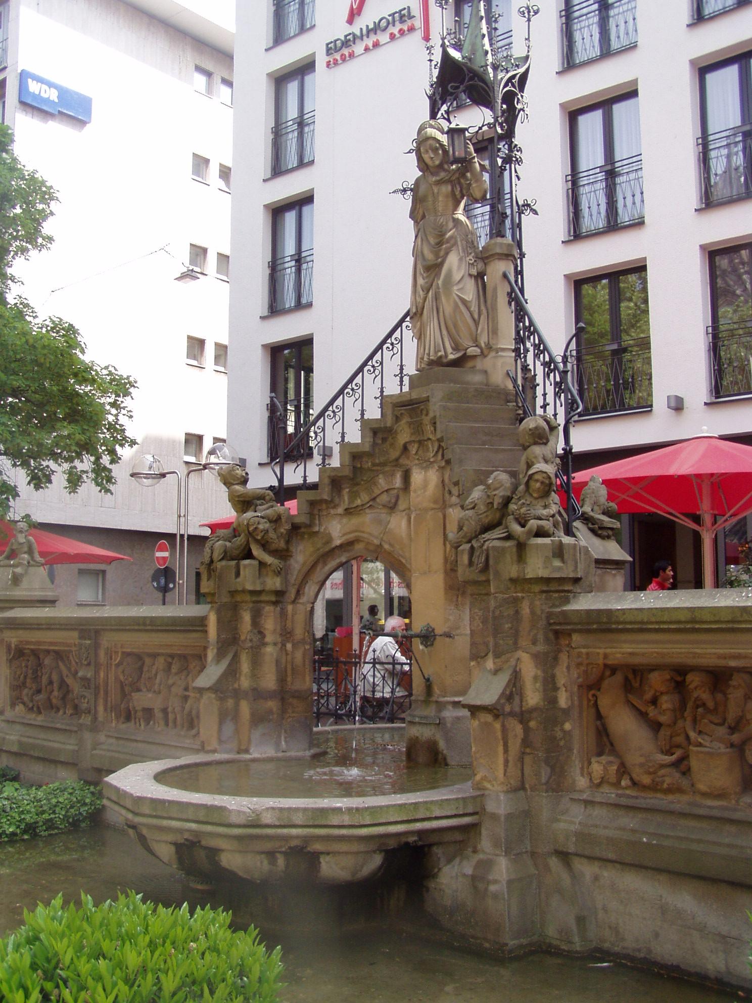 Der Heinzelmännchenbrunnen in der Kölner Altstadt