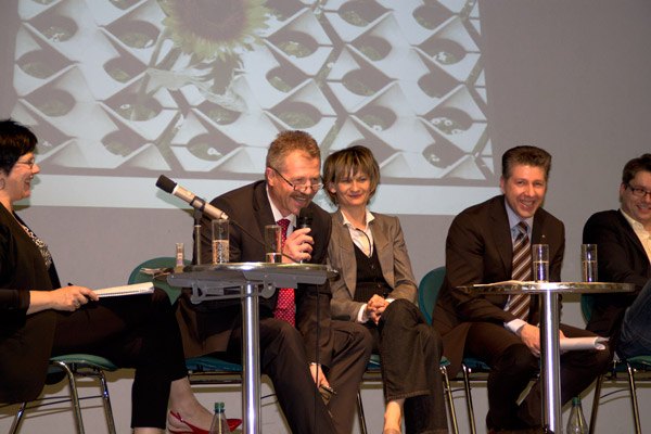 Podiumsdiskussion, auf dem Foto v.l.n.rechts: Frau Senftleben, Herr Runkel, Frau Ludwig, Herr Reinhard und Herr Weiss