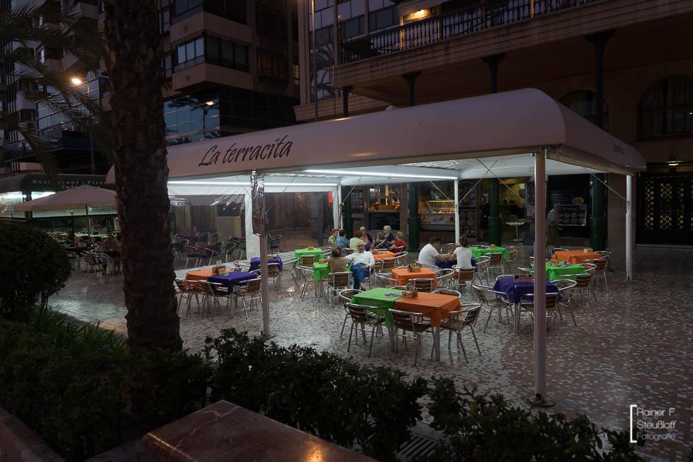 Alicante, abends an der Explanada de España