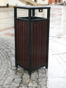 Abfallbehälter aus Holzelementen KO-44