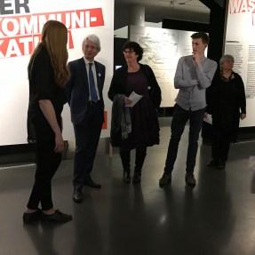 Zur Einstimmung gab es eine kleine Führung durch die Ausstellung mit den Kuratoren Stefanie Weißhorn und Christoph Danelzik-Brüggemann