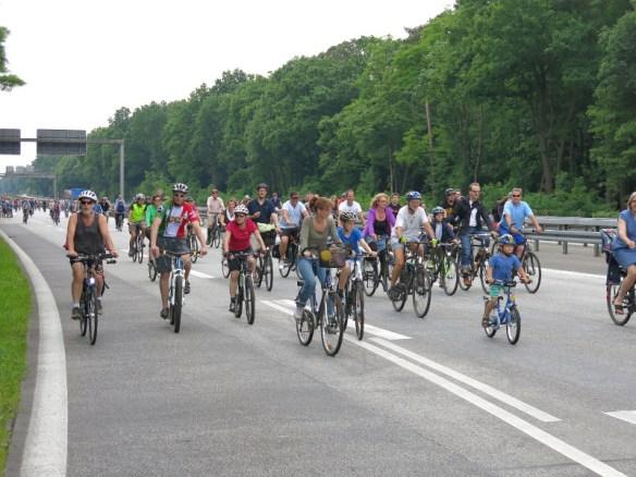 Radfahrer auf der Avus in Berlin