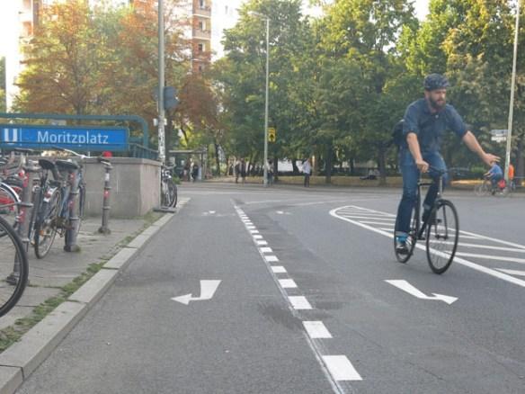 Die neuen Radspuren am Moritzplatz