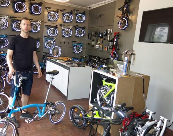 Patrick Möller in dem Geschäft Boxbike