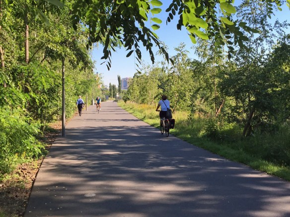 Radfahrer im Park am Gleisdreieck