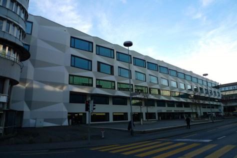 Zur Universität und PHLU umgenutztes Postbetriebsgebäude (Januar 2015, eigene Aufnahme)