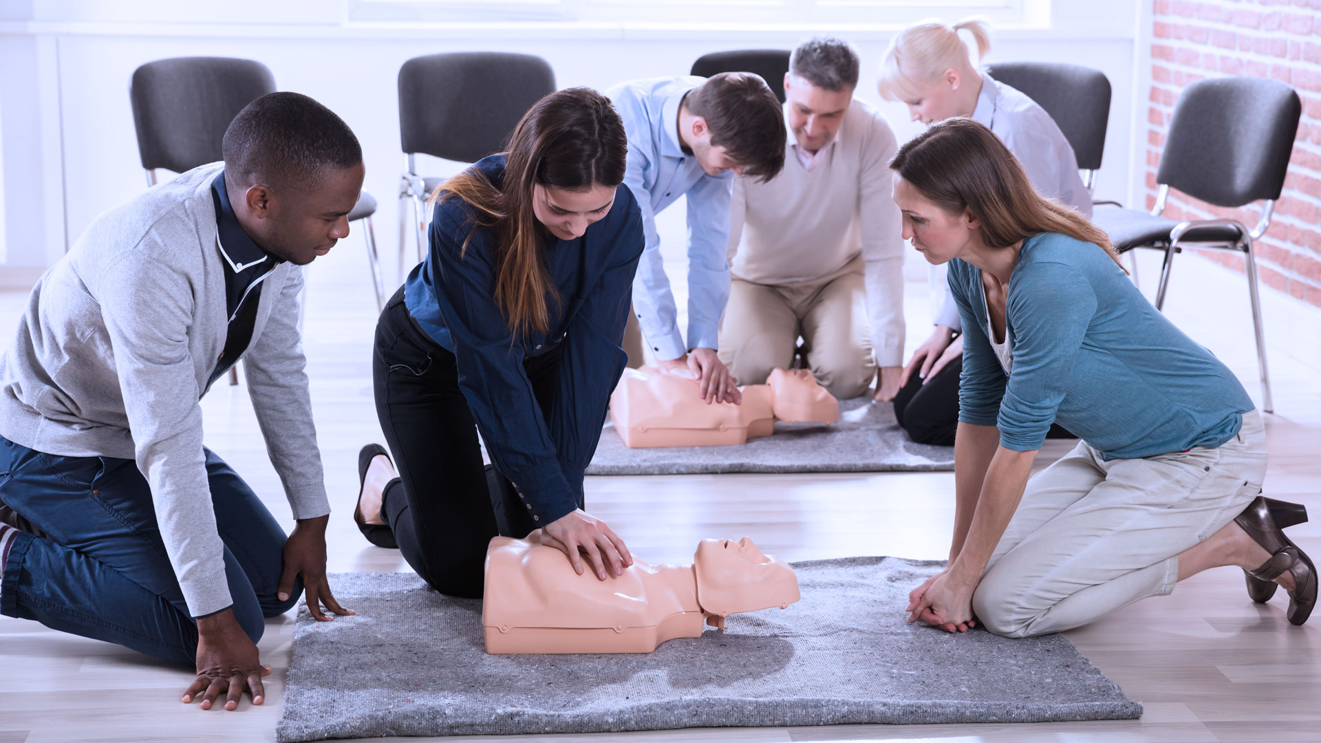 people learning CPR