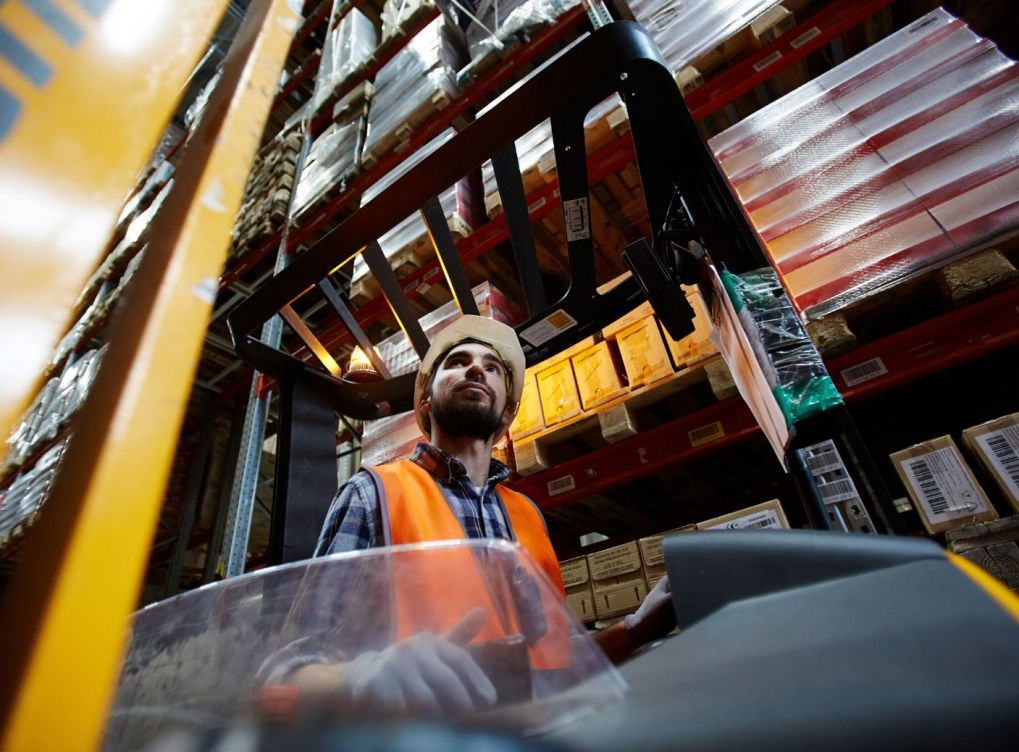 Manual vs. Automatic Forklifts