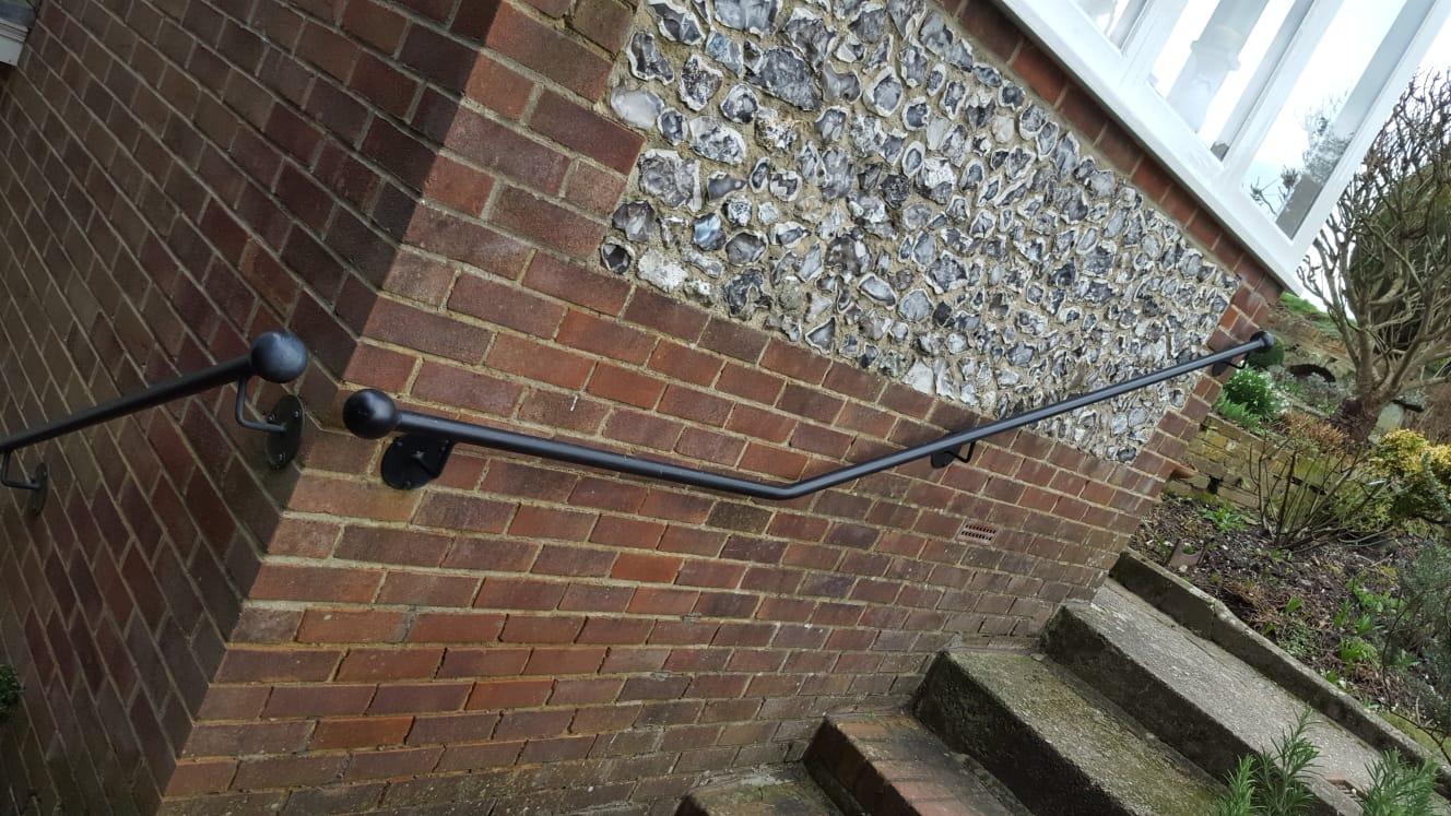 Ball topped, full round handrail