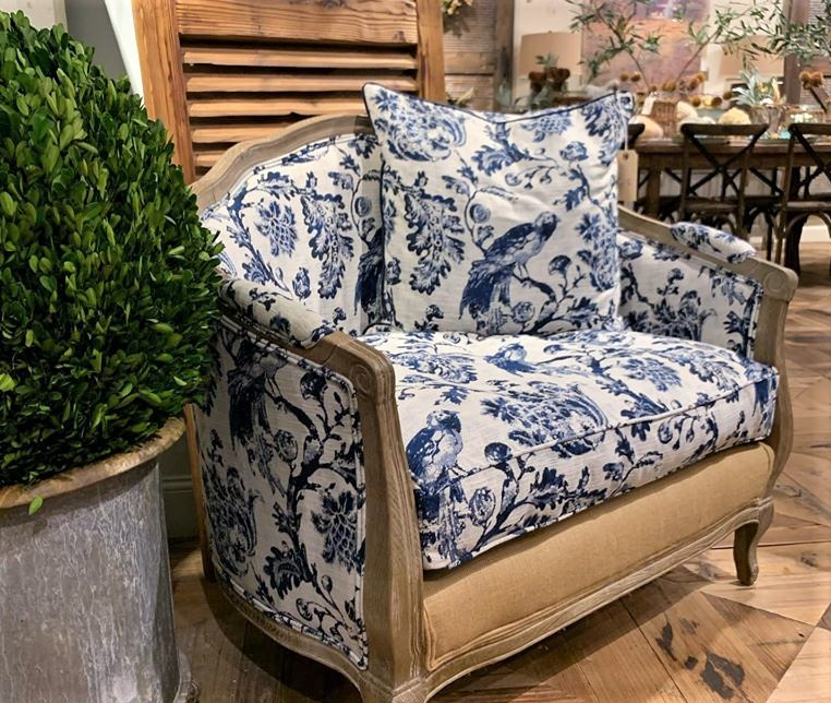 Blue and white is the color design trend of 2020