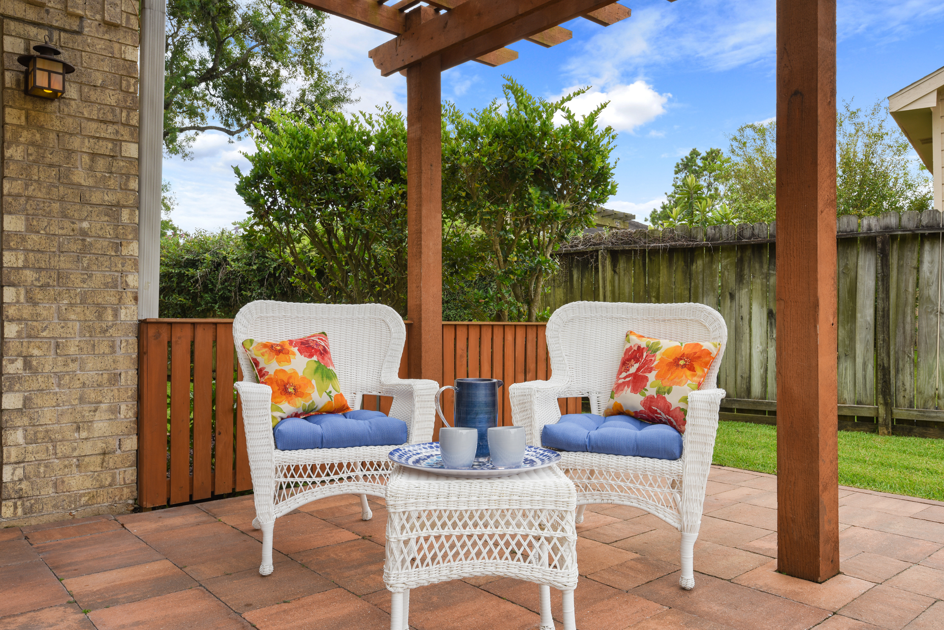 Staging The Nest - Vacant Home Staging - Exterior Front Porch