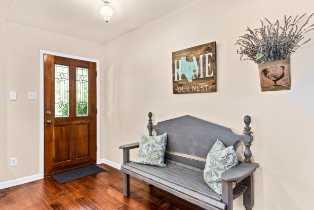 Staging The Nest - Vacant Home Staging - Foyer