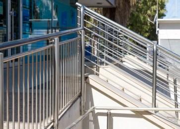 chrome handrail rusting_45