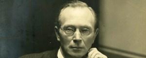 10_LA30_PH_325_desk_portraitc_1910_960