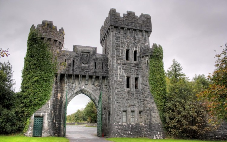 ashford-castle-entrance