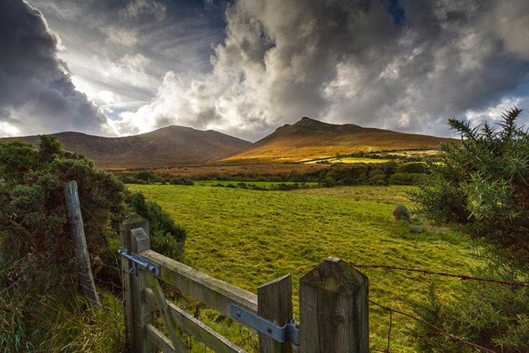 mourne-mountains-area-outstanding-natural-beauty-mourne-mountains