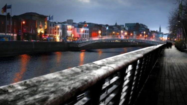 hapenny-bridge-in-winter