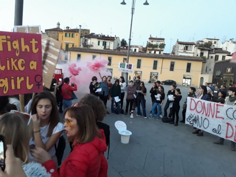Uno sparuto gruppo a Firenze