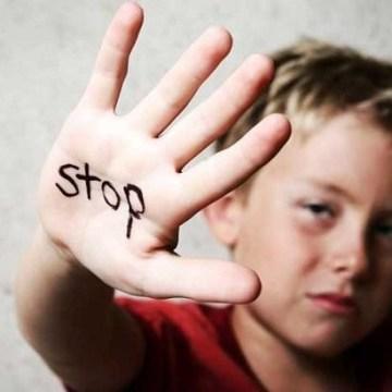 Donne e violenza sui minori: la verità scomoda