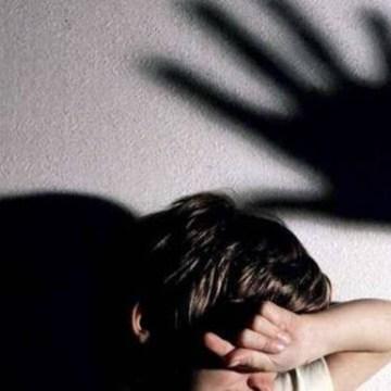 Abusi sessuali su minori: se la carnefice è femmina non c'è problema?