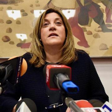 """La governatrice Marini: """"costretta a dimettermi perché donna"""". Come no!"""