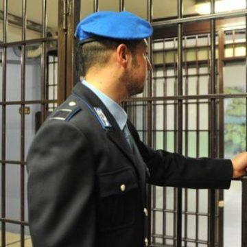 """Suicida in carcere: la sentenza del web è """"uno di meno"""""""
