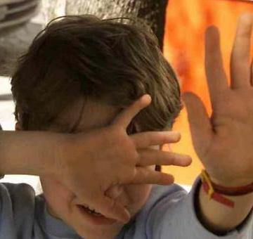 Donne e abusi sui bambini: un caso ogni 36 ore